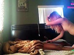 Genç amatör karısı kam siyah horoz çalışır