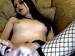 Cute ragazza indossa Fishnet Striscie