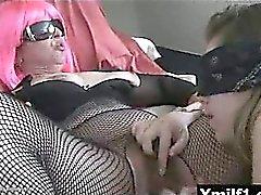 Corné juteux de vagin hilare mûr livrent à une implacable baisée