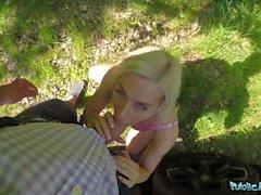 Agent public Freaky blonde appelé Nesty exige le sexe à l'extérieur
