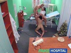 Falso atractivo de la enfermera del Hospital se une el médico y el limpiador de trío
