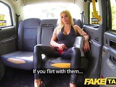 Fake Taxi Training el nuevo taxista femenino