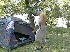 Пол Camping в wood.flv