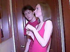 Adolescente Luscious Paige Da Un chupando el pene