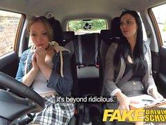 Falso chica Driving School Daddys falla su prueba con un estricto examinador madura