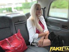 Fake Taxi skinny blondin med liten röv blir anal