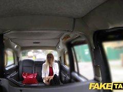 Falso Taxi rubia flaca con culo pequeño se anal