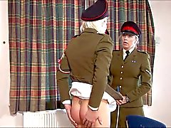 Menina de exército punida
