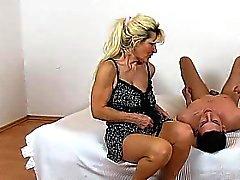 Nylons Beine Lady Mayas cfnm und haarig Fotze Sitting