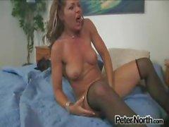 Kåt hemmafru vill desperat att vara nöjd sexuellt !