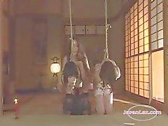 2 Slave Aziatische meisjes Bondaged geneukt met Strapon gemarteld met Hot Wax door Meesteres In De Roo