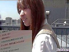 Japanische Schülerin fickt
