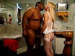 Blonde femme abusée par bbc et baisée