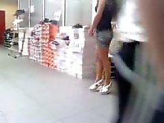 alışveriş ayakkabılarla dürüst kahverengi külotlu çorap