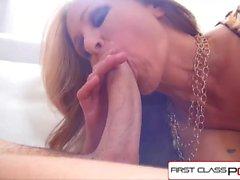 FirstClassPOV - Julia Ann ta ett monster kuk i hennes hals, stora bröst