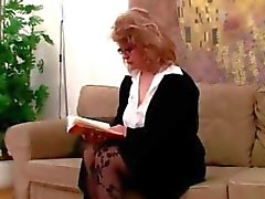Kahdesta Coeds löytyi dildon sohvalle .