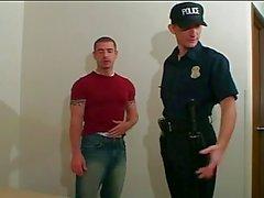 Yaramaz polis dövmeli hunk berbat ve sikikleri
