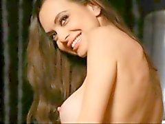 Maxim Bulgar pop - folk şarkıcısı Liana