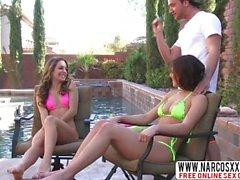 Exuberante não-mãe Kimmy Granger e Leah Gotti em trio