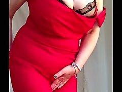 La abuelita atractivo enormes tetas , afeitado coño desnudándose alineada roja de 2