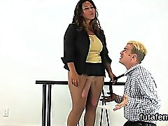 Teens vis amoureux trou du cul avec d'énormes bites de ceinture et ejaculat