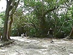 Mütter die Sex im Freien in einer Wald