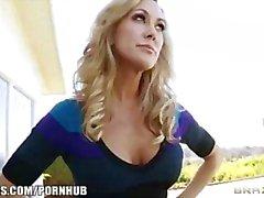 Hoad blondin MILF Brandi Kärlek rides henne behändig man för big - deckare