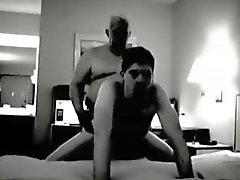 Grandpa follar en habitación de hotel