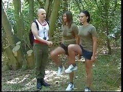 Disciplina de Apanhar para Meninas Militares