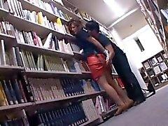 Verleidelijk Aziatische Cutie kut geplaagd upskirt in de bibliotheek