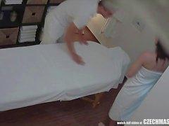 Sesso appassionato sulla Tabella di massaggio