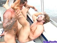 Andrew Blue cumshot en pleine mer l'orgie