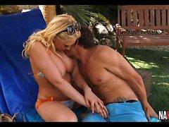 Wunderschöne Blonde Outdoor Fuck Kagney Linn Karter