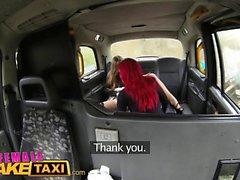 Nainen Fake Taxi Redheads kieli tekee hyvät pussy cum