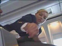 Воздушного стюардессой поможет с мастурбацией на рейс