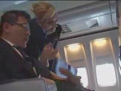 Aria Stewardess aiuta con masturbation per il volo