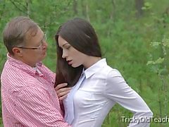 Tricky Old Teacher - Innocent Teen Student fickt sie pervertieren