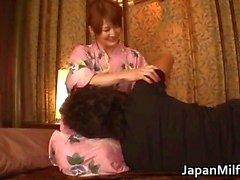 Geile japanse MILFS zuigen en neuken part4