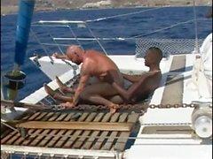 Bir bir teknede Fransız Cento & Sandro