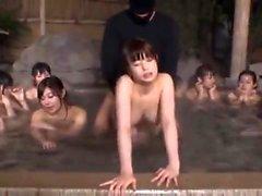 Chica asiática ha Gangbang caliente Sexo en el baño público