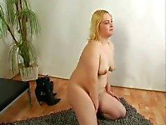 Fat Chubby Ex-Namorada loira mostrando sua buceta peluda