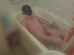 Miehelle suihkuhuoneessa , orgasmia vedestä