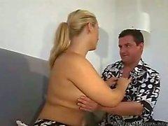 Duitse Blonde Milf zuigt & eikels