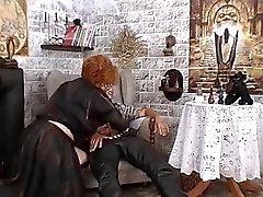 Granny käyttää mustaa magiaa saada mukaisesti
