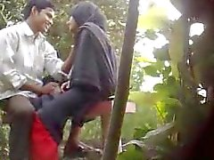 Bangladeshi Parc Sex Caught By Caché Cam