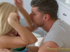 Dane Jones Orgasm för söt blondin i romantisk upplösning sex med stor kuk bf