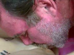 menina punido por seu padrasto