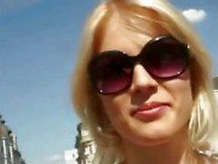 Petite amatööri blondi tyttö julkisen seksiä