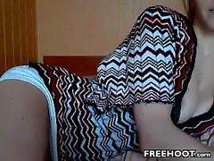 l'amateur shenleex si dita sulla webcam in diretta
