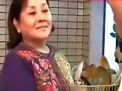 JapaneseBBW Kypsät äitinsä eikä hänet poikani